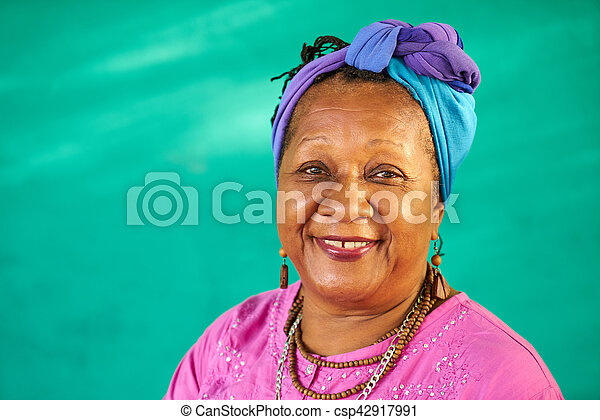 Real People Portrait Old Black Woman Smiling At Camera - csp42917991