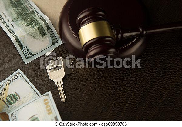 real, vender, aviso de concurso, propriedade, casa madeira, concept., leilão, advogado, gavel, lar, ou, comprando - csp63850706