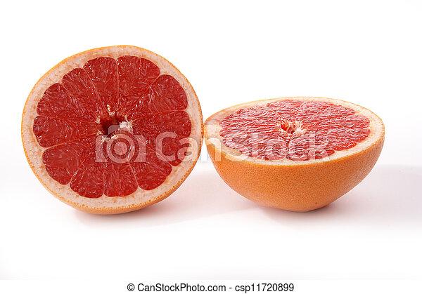 Fruta roja. Fruta cortada en blanco - csp11720899
