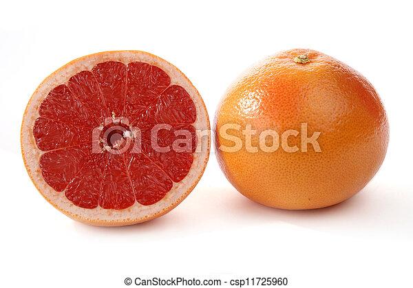 Fruta roja. Fruta cortada en blanco - csp11725960