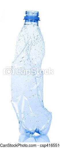 Botella de plástico para reciclar aislada en blanco. - csp41655168
