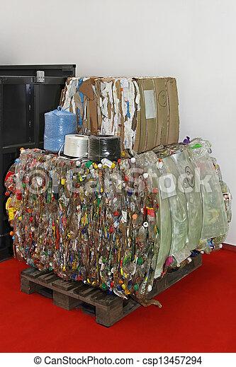Reciclaje plástico - csp13457294