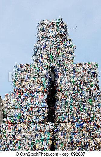 Reciclar plástico - csp1892887