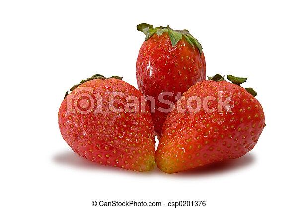 Fresas aisladas en un fondo blanco con un camino de recortes - csp0201376