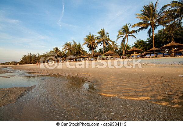 Resort de playa en Vietnam - csp9334113