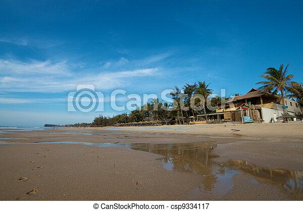 Resort de playa en Vietnam - csp9334117