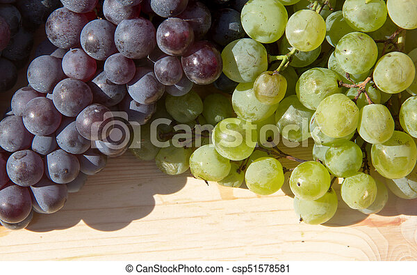 red and white grapes - csp51578581