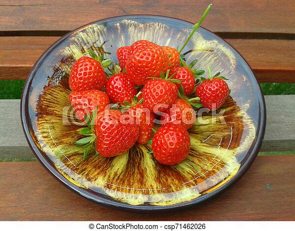 Red ripe strawberries 2. - csp71462026