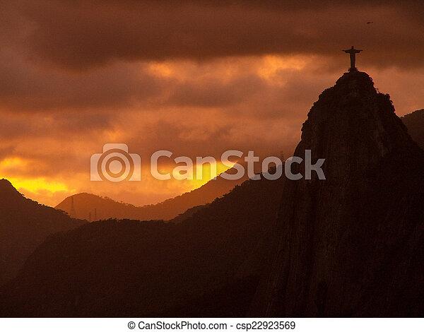 Cristo redentor al atardecer - csp22923569