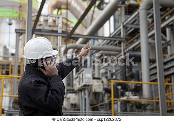 Ingeniero de refinería de petróleo - csp12262872