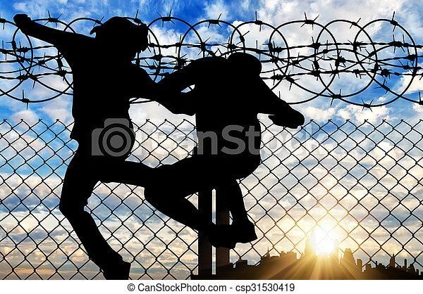 refugees, przejście, płot, sylwetka - csp31530419