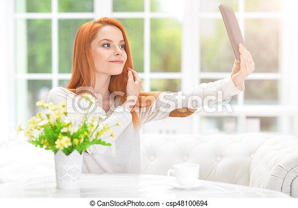 regarder, femme, miroir - csp48100694