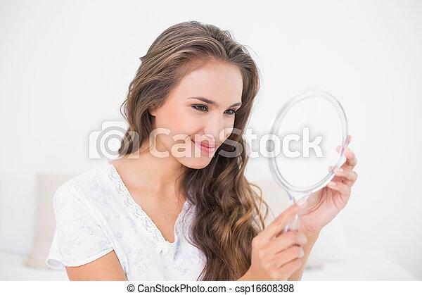 regarder, grimacer, brunette, séduisant, miroir - csp16608398