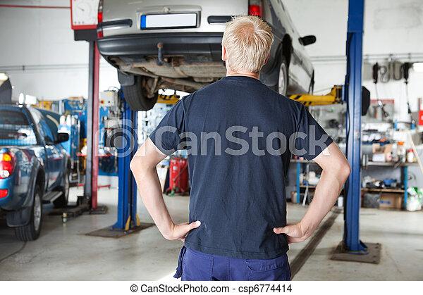 regarder, voiture, arrière, mécanicien, vue - csp6774414