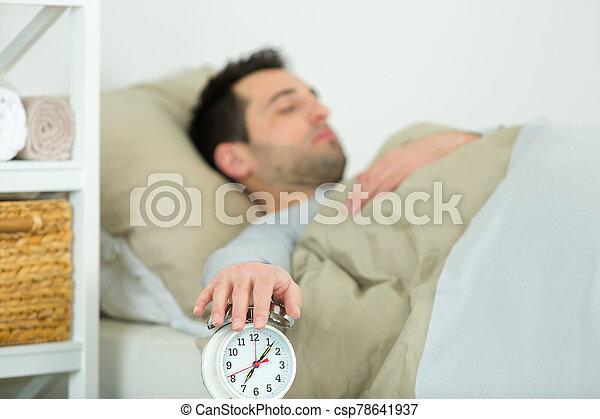 reloj, hombre, alarma, planchado - csp78641937