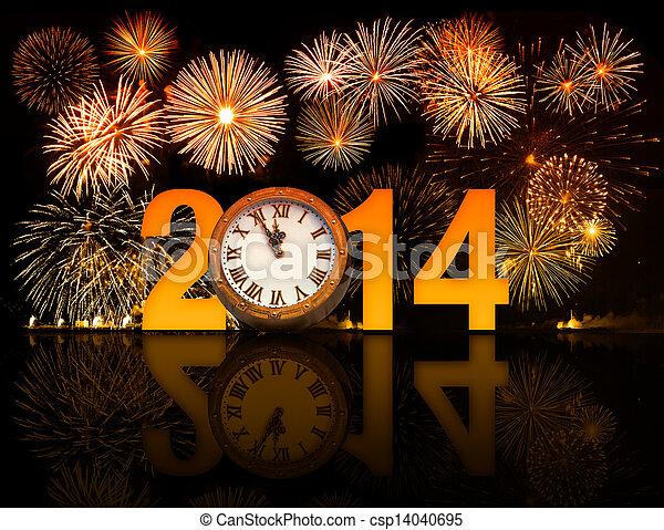 2014 años con fuegos artificiales y reloj mostrando 5 minutos antes de medianoche - csp14040695