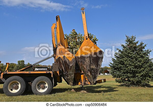 Removing the hydraulic jaws after transplanting a tree