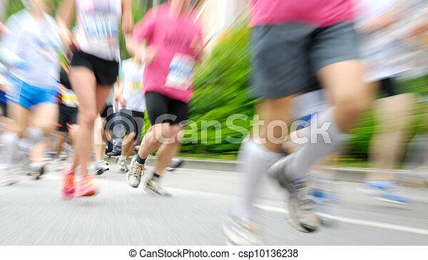 Läufer bei einem Rennen - csp10136238
