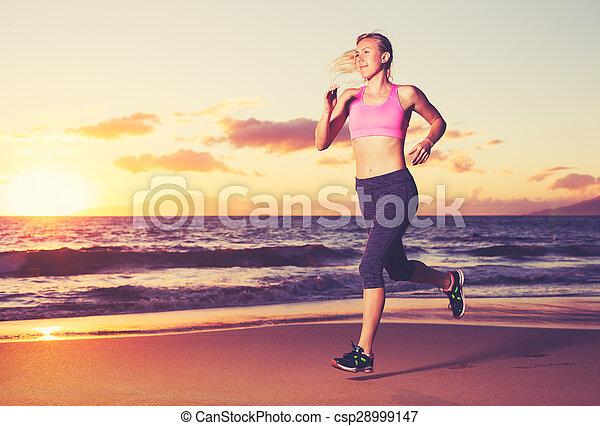 rennender , frau, sonnenuntergang - csp28999147