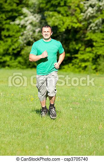 Der junge Mann läuft - csp3705740
