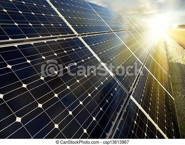Una planta de energía con energía solar renovable - csp13613967