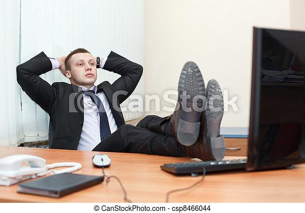 Reposer business jeune pieds bureau homme beau