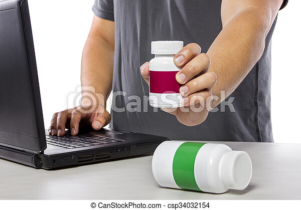 Researching and Comparing Supplement Brands Online - csp34032154
