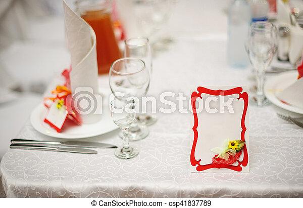 Reservé Mesa Para Una Cena De Bodas Y Una Tarjeta De Invitación