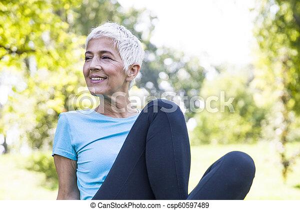 resing, シニア, 公園, 後で, 女, 試し - csp60597489
