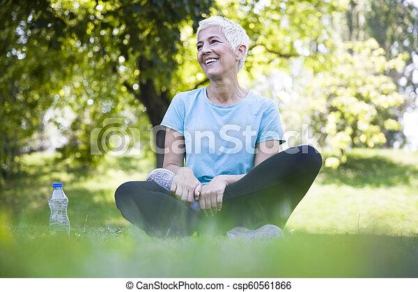 resing, 女, 試し, 後で, 公園, シニア - csp60561866