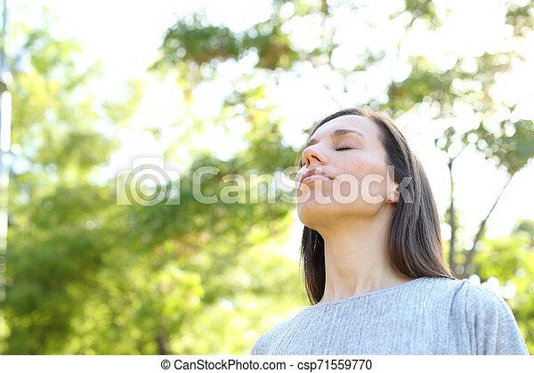 respirar, relaxado, ar, mulher, adulto, fresco, floresta - csp71559770
