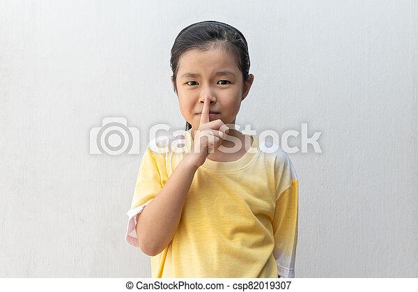 retener, shh, signo., actuación, niña, asiático, tranquilidad, please. - csp82019307