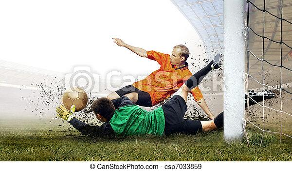 Disparo de jugador de fútbol y salto de portero en el campo del estadio olimpico - csp7033859