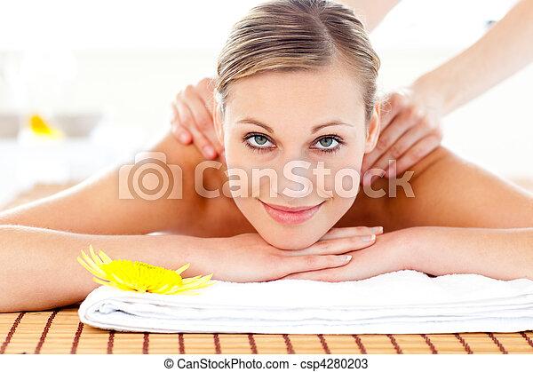 retrato, alegre, mentindo, tabela, massagem, mulher - csp4280203