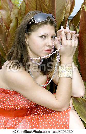 Retrato de encantadora joven - csp3208280