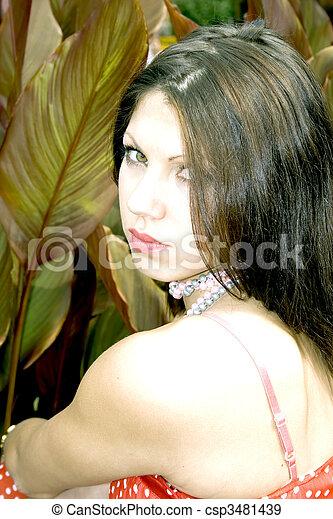 Retrato de encantadora joven - csp3481439