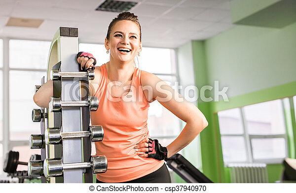 retrato, ginásio, mulher, jovem, rir - csp37940970