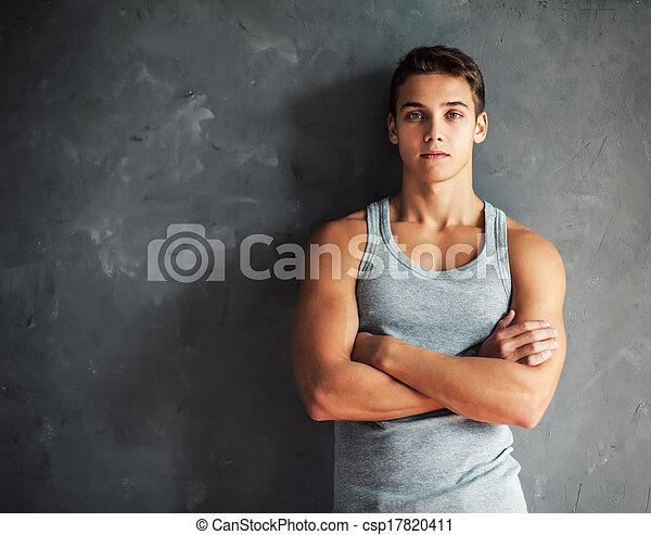 Retrato de joven guapo musculoso - csp17820411