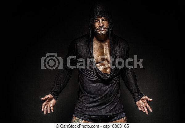 Retrato de hombre encapuchado. - csp16803165