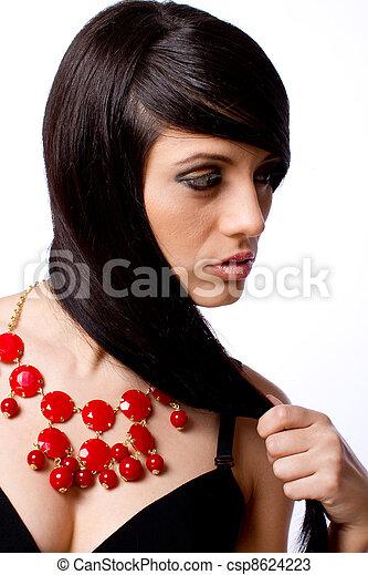 Un retrato de modelo con joyas - csp8624223