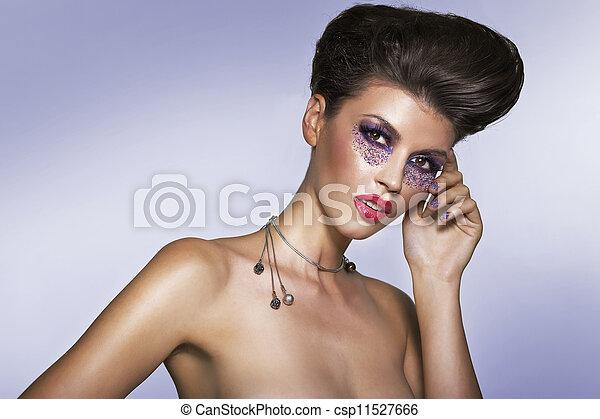 Retrato de una mujer hermosa - csp11527666