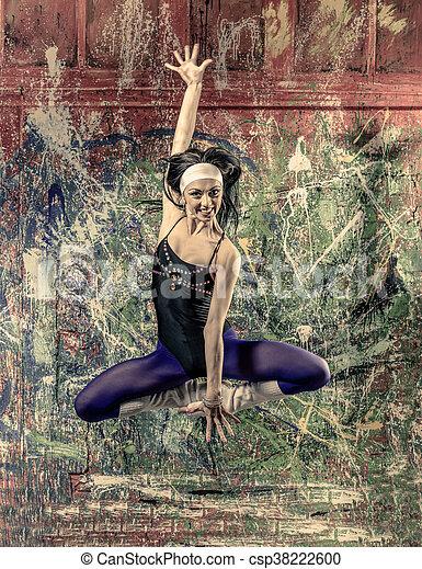 Retrato de jovencitas en forma de salto - csp38222600
