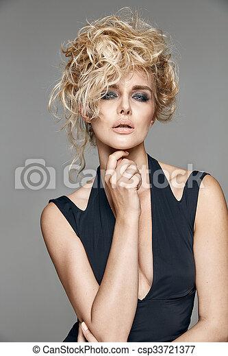 retrato, mulher, loura, bonito - csp33721377