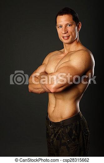 Retrato del hombre musculoso - csp28315662