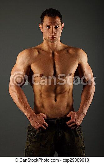 Retrato del hombre musculoso - csp29009610