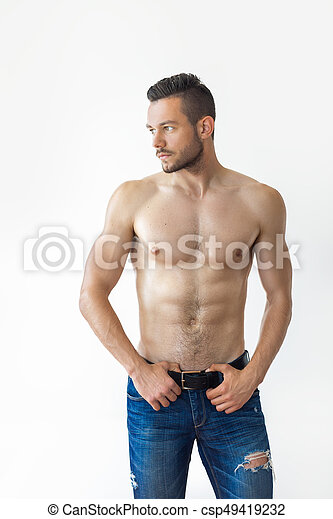 Retrato de un hombre musculoso sexy sin camisa - csp49419232