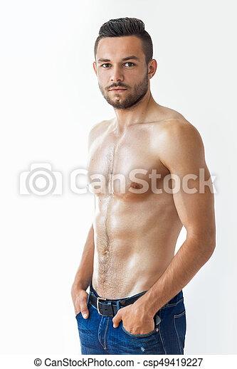 Retrato de un hombre musculoso sexy sin camisa - csp49419227