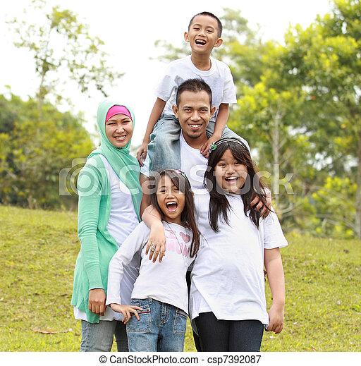 retrato, parque, familia , feliz - csp7392087