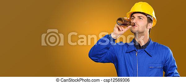 Retrato de ingeniero sediento - csp12569306