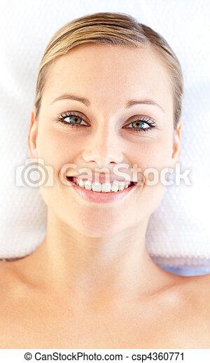retrato, sorrindo, mentindo, tabela, massagem, mulher, jovem - csp4360771